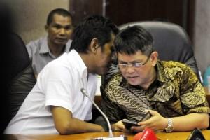 Anggota DPR Partai Nasdem Teuku Taufiqulhadi (kanan).
