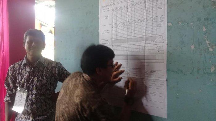 penghitungan-suara-di-tps-007-kelurahan-takatidung-kecamatan-polewali_20180627_155059